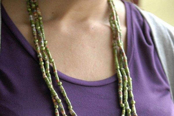Trojitý náhrdelník. Vyrobiť si ho môžete v akejkoľvek farbe.