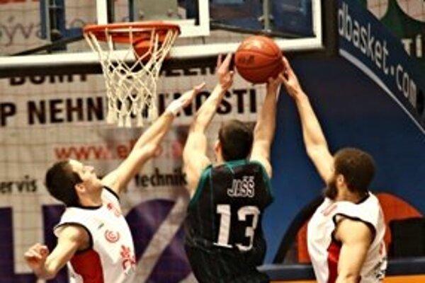 Basketbalisti Prievidze si poradili aj s lídrom súťaže.