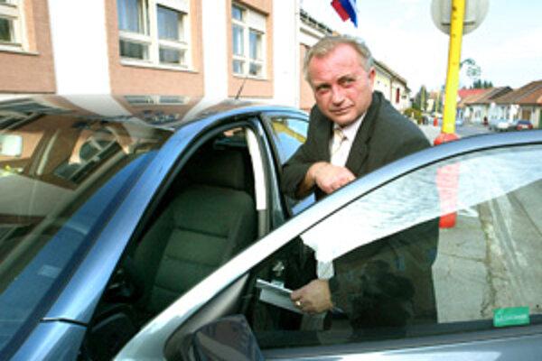 Primátor Bojníc František Tám aj po zvolení do funkcie zostal šoférom.