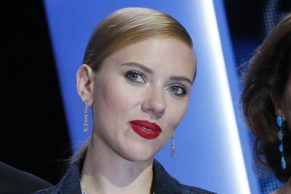 Scarlett Johansson. Údajne čaká svoje prvé dieťa.