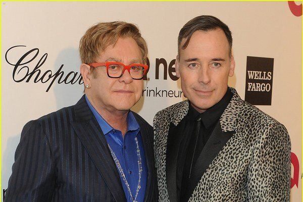 Britský hudobník Elton John a jeho dlhoročný partner, filmár David Furnish, sa chcú zosobášiť.