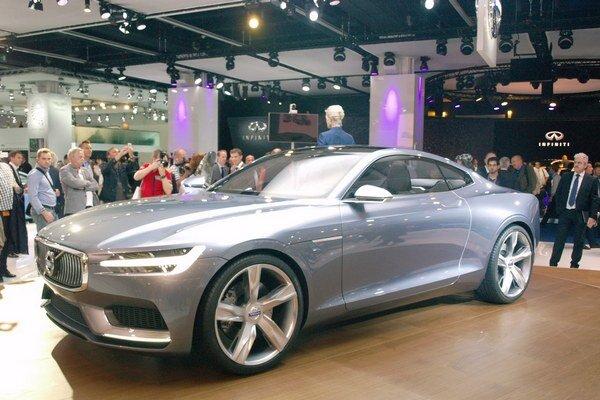 Koncepčné kupé Volvo. Kupé, ktoré malo premiéru vo Frankfurte, je prvým dielom dizajnéra Thomasa Ingenlatha, ktorý pracoval aj pre Škodu.