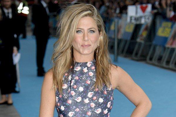 Jennifer Aniston podporuje ženské sebavedomie.