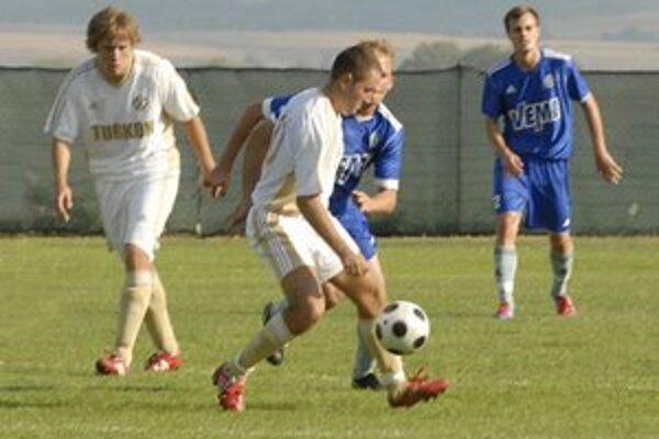 Nabúraný program. V amatérskom regionálnom futbale odklad kôl robí starosti funkcionárom zväzu aj klubom.
