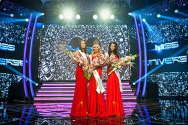 Tri najkrajšie. Zľava Lucia Kačurová, Jeanette Borhyová a Lucia Slaninková.