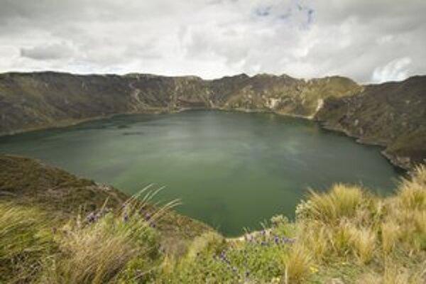 Jazero Quilotoa, na ktoré sú Ekvádorčania pyšní. Právom. Je nádherné pre dušu i pre telo.
