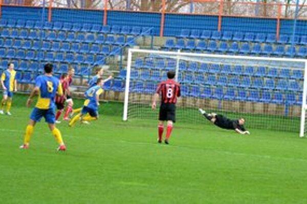 Michalovčania si doma poradili s Liptovským Mikulášom. Vyhrali 2:0, od vyššej prehry zachránil hostí výborný brankár Šavol.