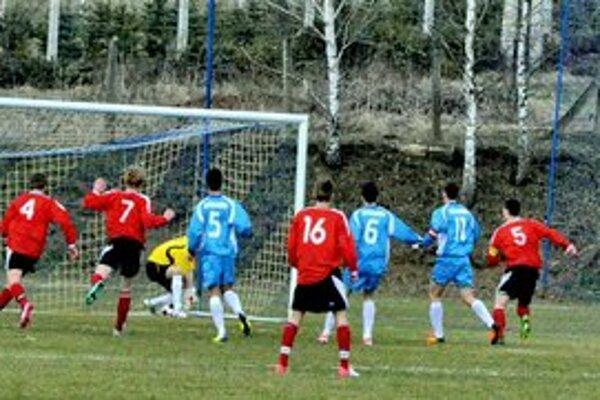Pod Spišským hradom rozhodol kuriózny gól. Jeden prekvapujúci gól stačil na tri body Podhradčanov proti Sabinovu.