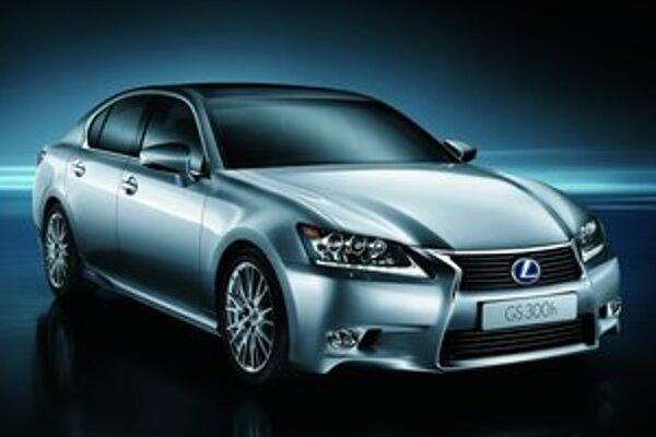 Hybridný Lexus GS 300h. Podiel hybridných modelov na celkovom predaji značky Lexus na našom trhu dosiahol už 80 %.
