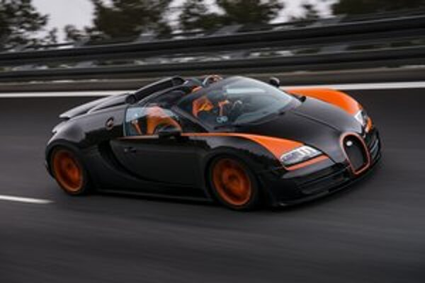 Roadster Veyron Grand Sport VItesse. Tento roadster dosiahol rýchlosť 408,84 km/h a stal sa tak najrýchlejším sériovo vyrábaným otvoreným vozidlom na svete.