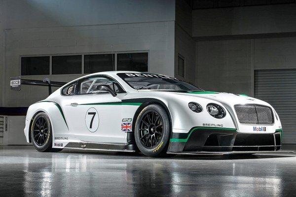 Obr. Bentley Continental GT3 c.1Text: Pretekársky Bentley Continental GT3Podtext: Na pohon vozidla slúži štvorlitrový prepĺňaný osemvalec s maximálnym výkonom 447 kW.