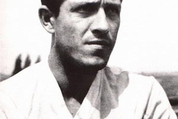 Gólové hlavičky zdobia dodnes kanoniera Jána Strausza, veď to bola najsilnejšia zbraň čerstvého futbalového jubilanta.