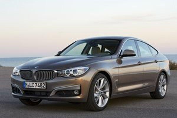 Nový model BMW 3er GT. Verzia GT je dlhšia a vyššia ako kombi radu 3 a ponúka tak viac priestoru cestujúcim.