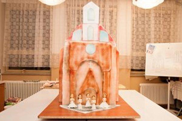 Kaplnka sv. Michala. Sladká verzia mala sto kíl a 1,5 metra.