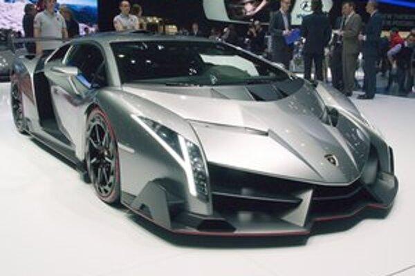 Lamborghini Veneno. Veneno je odvodené od modelu Aventador a bude vyrobené len v troch exemplároch.