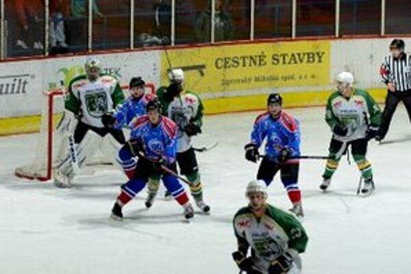 Hokejisti Prievidze pretrhli desaťzápasovú šnúru prehier, v 39. kole zdolali Trebišov.