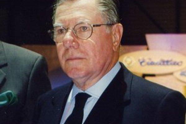 Legendárny dizajnér Sergio Pininfarina. Pininfarina sa podpísal pod dizajn mnohých športových automobilov znaèiek Ferrari a Maserati.