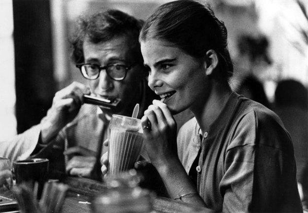 S Mariel Hemingway v Manhattane