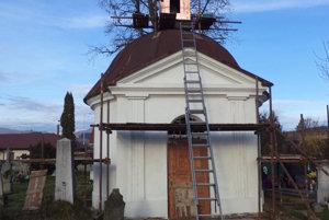 Kaplnku rekonštruujú.