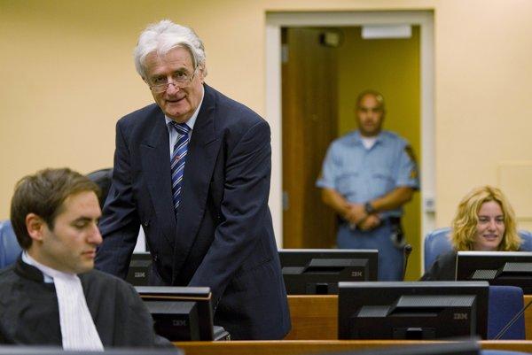 Srbský právnik: Marko Sladojevič na procese s Radovanom Karadžičom v Haagu.