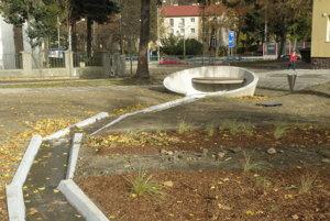 V parku pri kostole bude v potôčiku tiecť voda.