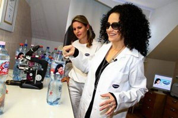 Laboratórium ju bavilo. Aj keď chémiu v škole nemusela, riadila sa heslom: Neuč sa, život ťa naučí.