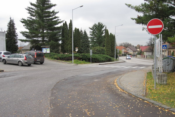 Značka je podľa tvrdenia vodiča osadená na zlom mieste.
