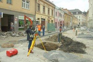 O náleze na Hviezdoslavovej ulici bude  tiež  reč.