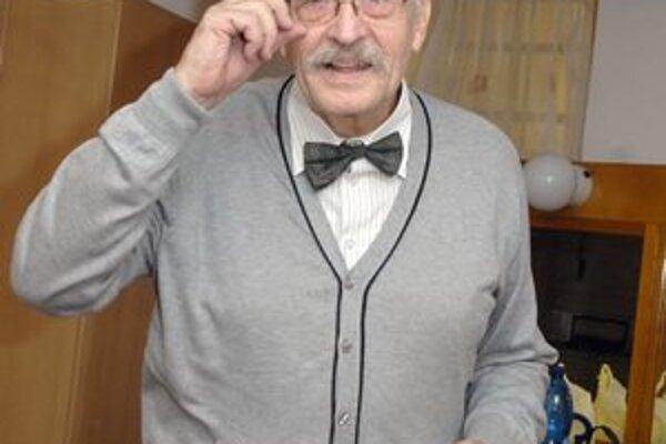 Sympatický herec. František Kovár rozhodne patrí k starej škole džentlmenov.