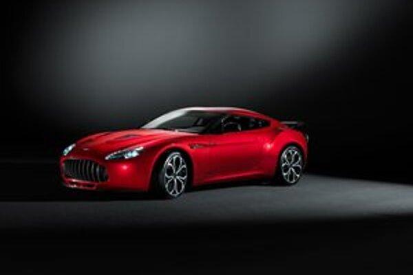 Aston Martin V12 Zagato. Na dizajne vozidla sa podieľala talianska dizajnérska firma Zagato.