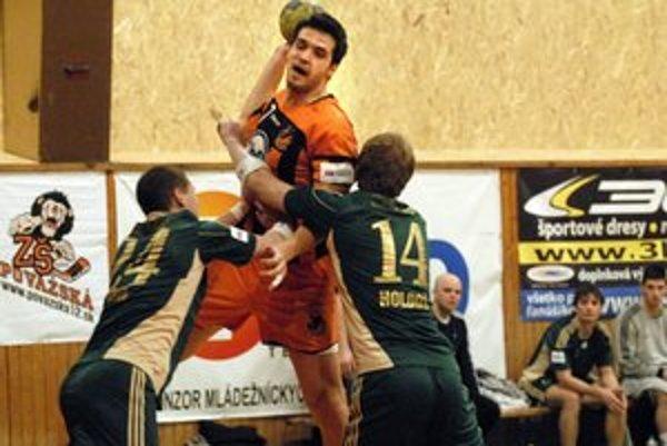 Martin Farkašovský. Súperov so svojím mužstvom môže prevýšiť, aspoň na ihrisku.