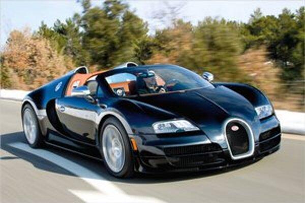 Bugatti Veyron Grand Sport Vitesse. Na pohon roadstera slúži 16-valcový motor s maximálnym výkonom 882 kW.