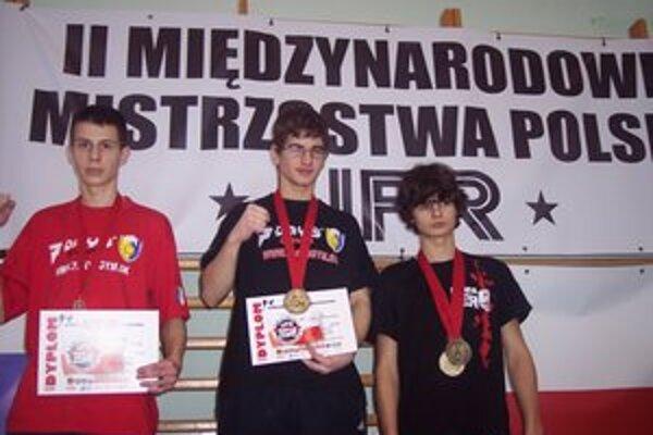 Zlato z Poľska. František Lukáč (v strede) na stupňoch víťazov.