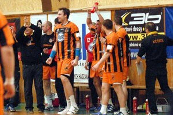 Košickí hádzanári sa radujú z postupu do semifinále play-off extraligy.