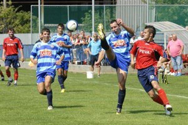 Odhodlaní. Futbalisti V. Šariša sa ešte nádeje na záchranu celkom nevzdali.