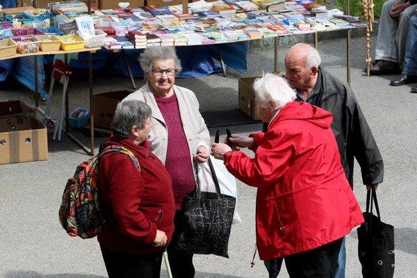 Príspevok nedostanú všetci dôchodcovia, rozhodovať bude ich penzia.