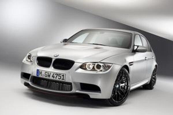 Športová limuzína BMW M3CRT. Na pohon tejto limuzíny slúži vidlicový osemvalec s maximálnym výkonom 331 kW.