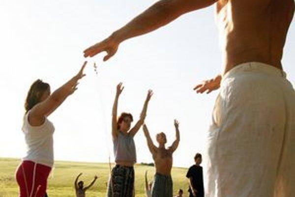 Cvičenie pod holým nebom je atraktívne.