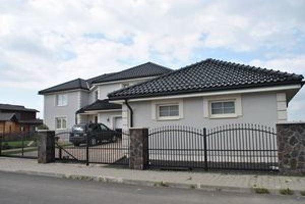 Vila Petra Bondru. Bývanie pod Tatrami si užíva už tretí rok.