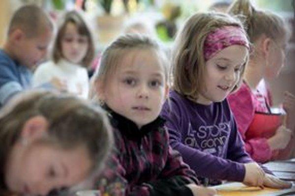 O všetkom sa treba s učiteľmi dieťaťa porozprávať, na všetko sa opýtať. Len tak možno dieťaťu v procese vzdelávania pomôcť.