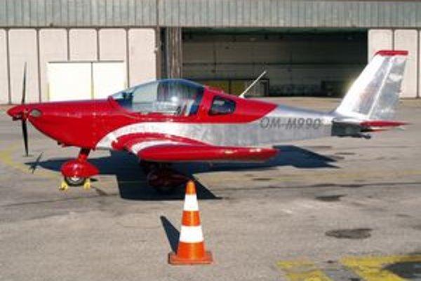 Ultraľahké lietadlo Viper SD-4. Toto lietadlo letelo z košického medzinárodného letiska k svojmu novému majiteľovi na Ukrajine.