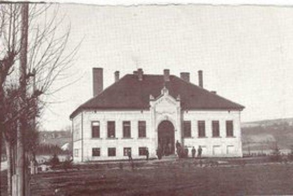 Melioračná škola, jediná svojho druhu v Uhorsku, pôsobila pri Poľnohospodárskej odbornej škole v Košiciach.