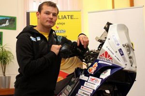 Štefan Svitko. Príprave motorky venovali dosť času.
