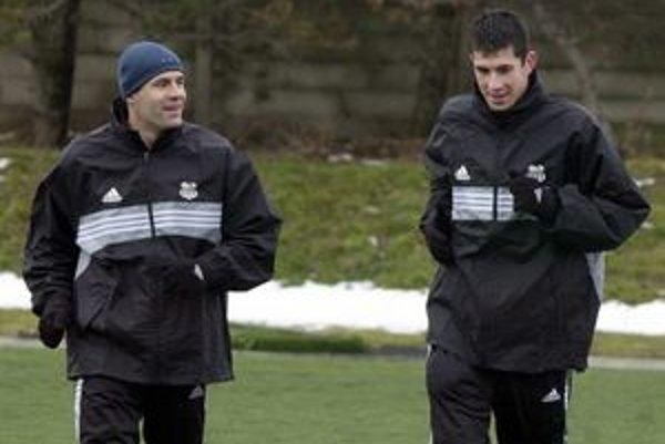 Spokojný. Tréner Ľubomír Reiter (vľavo) má radosť z napredovania mladého kolektívu.