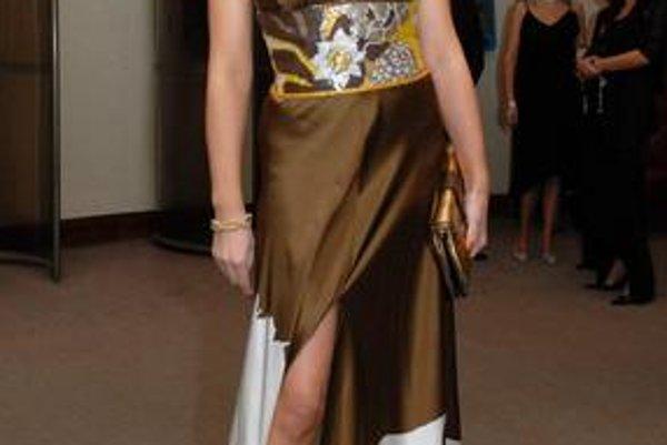 Adriana vie oblečením zaujať, na Plese v opere bude neprehliadnuteľná.