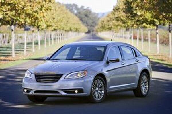 Modernizovaný Chrysler 200. Model pre rok 2011 má pozmenenú prednú časť i upravený podvozok.