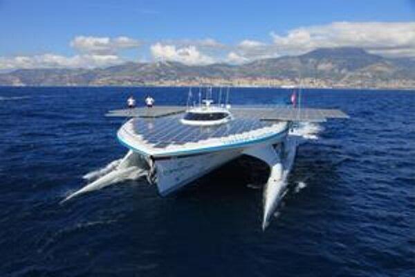 Katamaran PlanetSolar TŰRANOR bude prvou loďou so slnečným pohonom, ktorá obopláva svet.