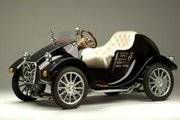 Elektromobil Takayanagi Miluira. Tento elektromobil v restroštýle uvezie len jednu osobu a predáva sa za 75 000 dolárov.