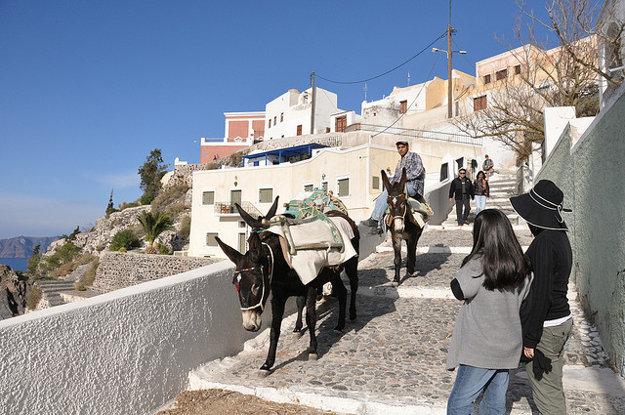Jazda na chrbáte oslíka patrí medzi jednu z turistických atrakcií.