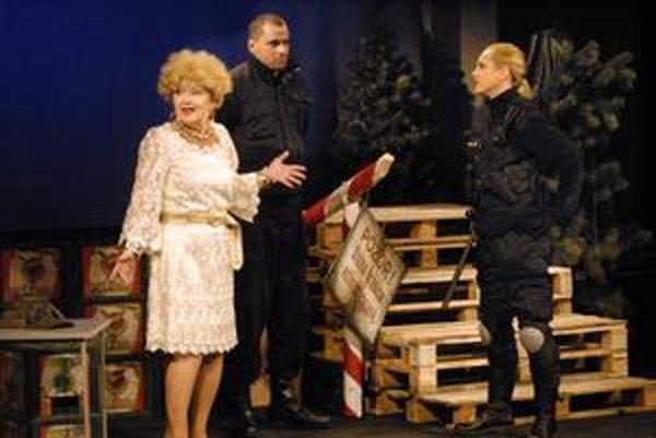 Čakanie na Turka. Je prvou premiérou, v ktorej Andrej Palko ako člen ŠD účinkuje (na fotke s Kvetou Stražanovou a Henrietou Kecerovou).